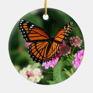 Ornamento de cerámica hermoso de la mariposa de adorno navideño redondo de cerámica