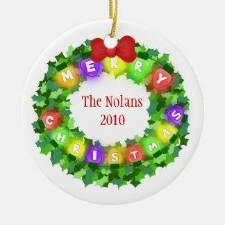Ornamento de encargo del navidad del nombre y del adorno navideño redondo de cerámica
