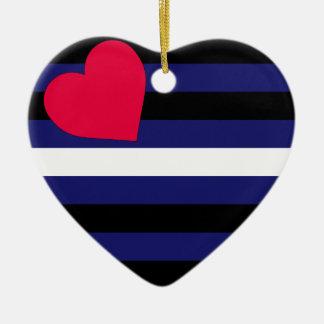 Ornamento de la bandera de orgullo de cuero adorno navideño de cerámica en forma de corazón