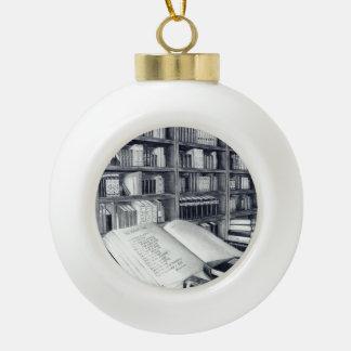 Ornamento de la bola del navidad de los libros adorno de cerámica en forma de bola