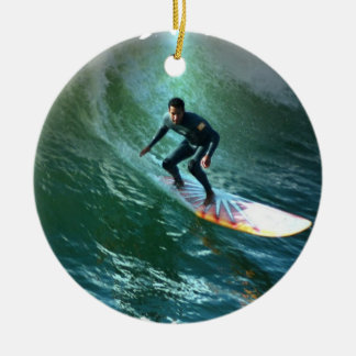Ornamento de la competencia que practica surf ornamentos de reyes magos