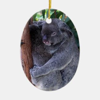 Ornamento de la familia de la koala adorno navideño ovalado de cerámica