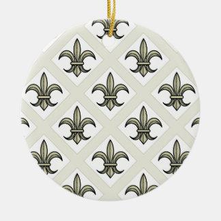 Ornamento de la flor de lis (patt intrépido. - oro adorno navideño redondo de cerámica