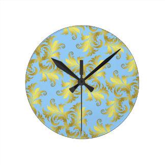 Ornamento de la flor del oro reloj redondo mediano