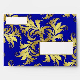 Ornamento de la flor del oro sobre