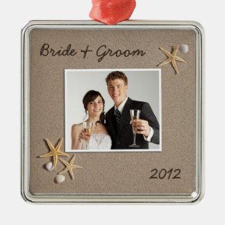 Ornamento de la foto del boda del tema de la playa adorno cuadrado plateado