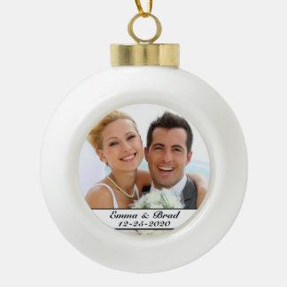 Ornamento de la foto del navidad del boda o del adorno de cerámica en forma de bola
