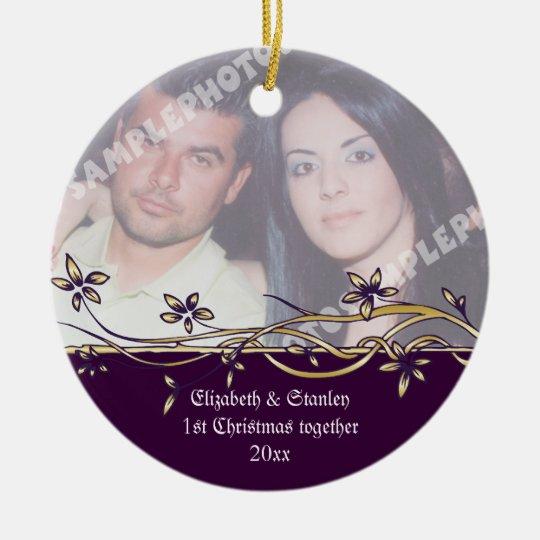 Ornamento de la foto del navidad del par del boda adorno navideño redondo de cerámica
