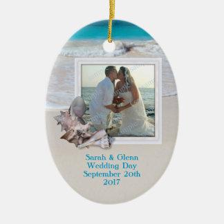 Ornamento de la foto del recuerdo del boda de adorno navideño ovalado de cerámica