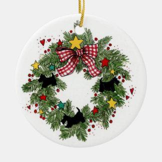 Ornamento de la guirnalda de los escoceses del adorno navideño redondo de cerámica