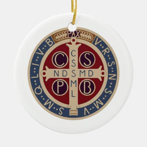 Ornamento de la medalla del St. Benedicto Adornos De Navidad