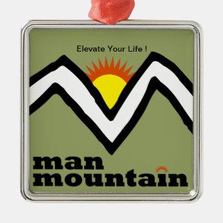 ¡Ornamento de la montaña del hombre - eleve su Adorno Cuadrado Plateado