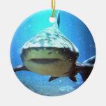 Ornamento de la natación del tiburón ornamentos de reyes magos