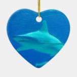Ornamento de la natación del tiburón adorno para reyes