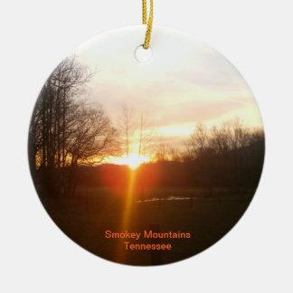 Ornamento de la puesta del sol de las montañas de  adorno