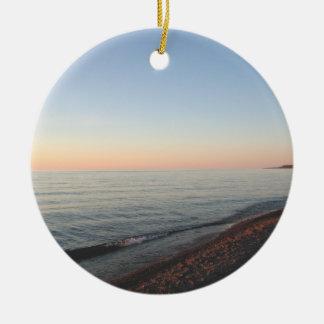 Ornamento de la puesta del sol del lago Superior Adorno Navideño Redondo De Cerámica