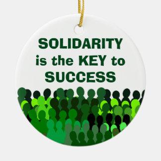 Ornamento de la solidaridad adorno navideño redondo de cerámica