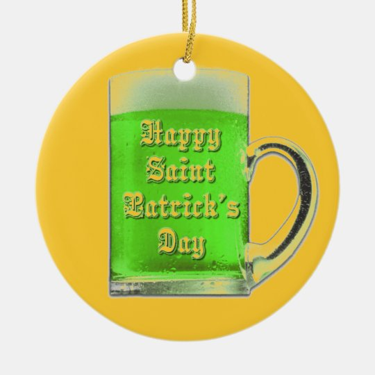 Ornamento de la taza de cerveza del verde del día adorno navideño redondo de cerámica