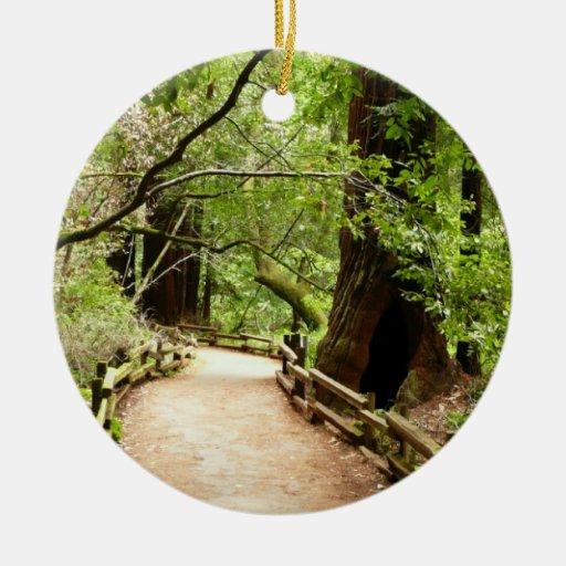 Ornamento de la trayectoria de maderas de Muir Adorno Navideño Redondo De Cerámica