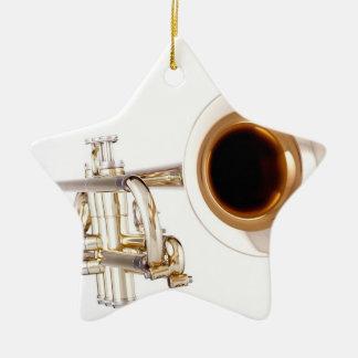 Ornamento de la trompeta o del cucurucho adorno navideño de cerámica en forma de estrella