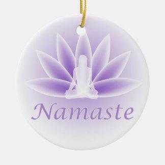 Ornamento de la violeta de la flor de la mujer de adorno navideño redondo de cerámica