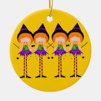 Ornamento de las brujas de Halloween Adorno Navideño Redondo De Cerámica