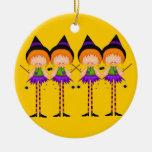 Ornamento de las brujas de Halloween Adorno Redondo De Cerámica