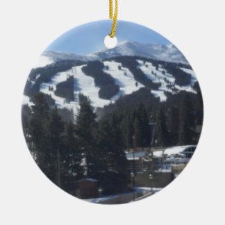 Ornamento de las cuestas del esquí de Breckenridge Adorno Navideño Redondo De Cerámica