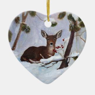 Ornamento de los ciervos de la baya del acebo adorno navideño de cerámica en forma de corazón