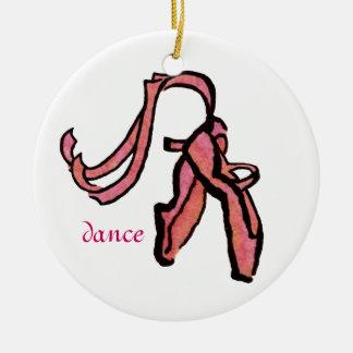 Ornamento de los deslizadores del ballet adorno navideño redondo de cerámica