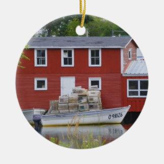 Ornamento de los edificios de la pesca adorno navideño redondo de cerámica