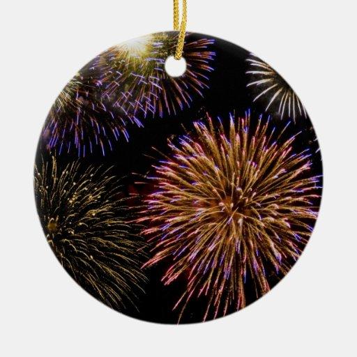 Ornamento de los fuegos artificiales adorno navideño redondo de cerámica