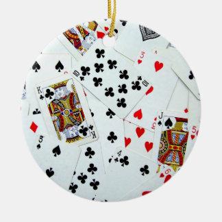 Ornamento de los naipes adorno navideño redondo de cerámica