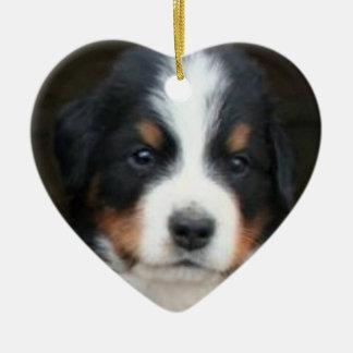 Ornamento de los perritos del perro de montaña de adorno de cerámica en forma de corazón