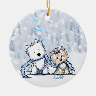 Ornamento de los terrieres del invierno de KiniArt Ornamento De Navidad