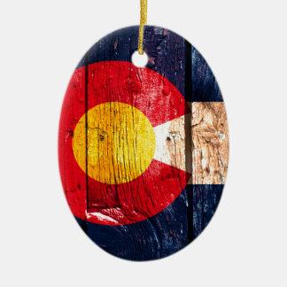 Ornamento de madera rústico apenado de la bandera adorno navideño ovalado de cerámica