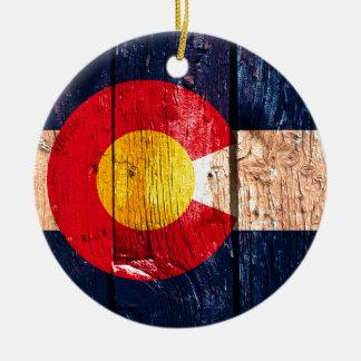 Ornamento de madera rústico apenado de la bandera adorno navideño redondo de cerámica