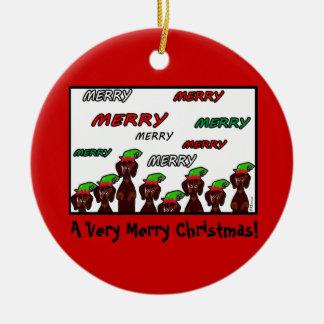 Ornamento de mucho feliz navidad de los Dachshunds Adorno Redondo De Cerámica