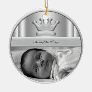 Ornamento de plata de la foto del bebé de príncipe adorno navideño redondo de cerámica