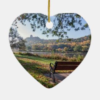 Ornamento de Winona: Sugarloaf con el banco Adorno De Cerámica En Forma De Corazón
