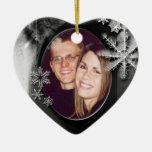 Ornamento del amor del copo de nieve - nuestro pri ornamento para reyes magos