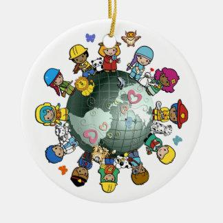 Ornamento del árbol de navidad de los niños en adorno navideño redondo de cerámica