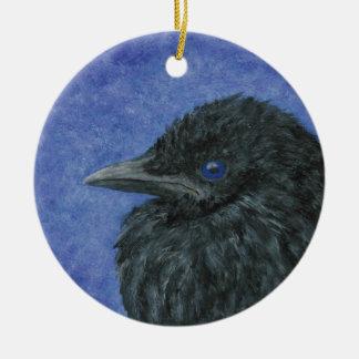 Ornamento del bebé del cuervo adorno navideño redondo de cerámica