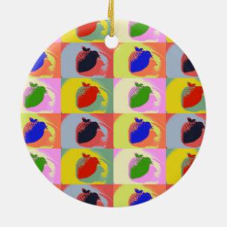 Ornamento del círculo del arte pop de la fresa adorno navideño redondo de cerámica