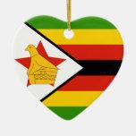 Ornamento del corazón de la bandera de Zimbabwe Ornamentos De Reyes Magos