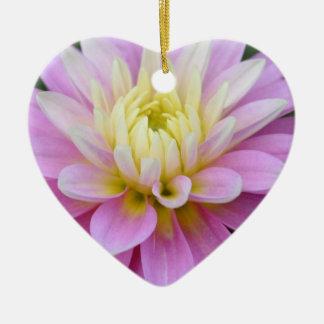 Ornamento del corazón de la gratitud de la dalia adorno navideño de cerámica en forma de corazón