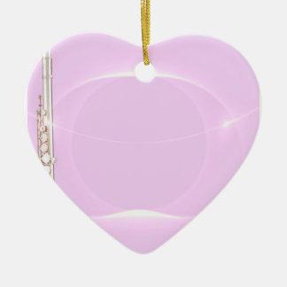 Ornamento del corazón del músico de la flauta o adorno navideño de cerámica en forma de corazón