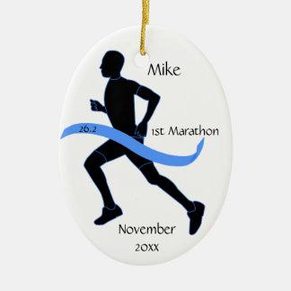 Ornamento del corredor de maratón - varón adorno navideño ovalado de cerámica