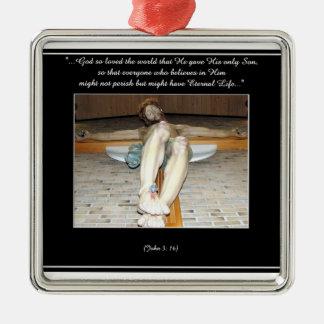 Ornamento del crucifijo (con cita del 3:16 de Juan Adorno