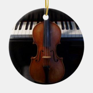 Ornamento del día de fiesta del violín y del adorno navideño redondo de cerámica